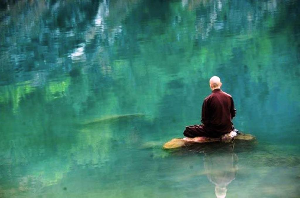 Сядь на берегу реки